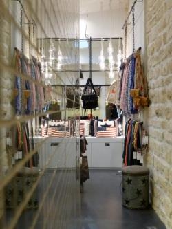 Nilai Store 2 © TdlP