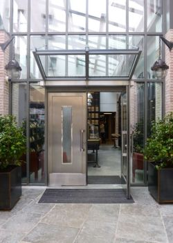 Entrance to Manufacture Alain Ducasse Paris © Tristane de la Presle